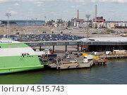 Купить «Погрузка автомобилей на паром в Хельсинки», фото № 4515743, снято 20 июля 2011 г. (c) Losevsky Pavel / Фотобанк Лори