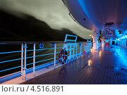Купить «Палуба круизного лайнера со шлюпками вечером», фото № 4516891, снято 26 июля 2011 г. (c) Losevsky Pavel / Фотобанк Лори