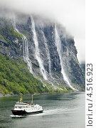 Купить «Паром Ferry Bolsoy на фоне водопада Семь сестер. Гейрангер фьорд, Норвегия», фото № 4516923, снято 26 июля 2011 г. (c) Losevsky Pavel / Фотобанк Лори