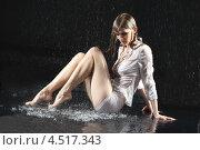 Купить «Молодая стройная женщина в белом под дождём на чёрном фоне», фото № 4517343, снято 10 ноября 2011 г. (c) Losevsky Pavel / Фотобанк Лори