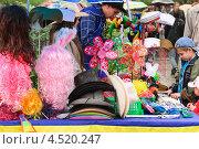 Купить «Торговля головными уборами, париками, сувенирами», эксклюзивное фото № 4520247, снято 9 мая 2012 г. (c) Алёшина Оксана / Фотобанк Лори
