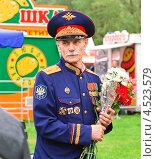 Купить «Казачий атаман с цветами», эксклюзивное фото № 4523579, снято 9 мая 2012 г. (c) Алёшина Оксана / Фотобанк Лори