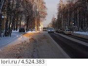 Вечер. Луч на дорогу. Въезд в город (2012 год). Редакционное фото, фотограф Александр Тубол / Фотобанк Лори