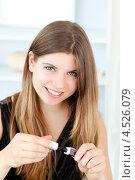 Купить «Улыбающаяся девушка с тушью для ресниц», фото № 4526079, снято 30 июня 2010 г. (c) Wavebreak Media / Фотобанк Лори