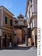 Старые римские ворота в городе Rovinj, Хорватия (2012 год). Редакционное фото, фотограф Алексей Иванов / Фотобанк Лори