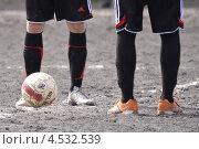 Футболисты с мячом (2013 год). Редакционное фото, фотограф Дмитрий Розкин / Фотобанк Лори