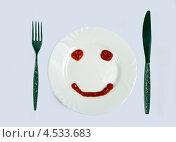 Купить «Смайлик из кетчупа на белой тарелке», фото № 4533683, снято 2 апреля 2013 г. (c) Старостин Сергей / Фотобанк Лори