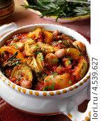 Купить «Тушеное мясо с овощами и фасолью, тосканское блюдо», фото № 4539627, снято 15 октября 2018 г. (c) Food And Drink Photos / Фотобанк Лори