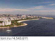 Купить «Пассажирский самолет заходит на посадку в аэропорту Сантос-Дюмон Рио-де-Жанейро и вид на пляж Фламенго, Бразилия», фото № 4543611, снято 21 декабря 2012 г. (c) vale_t / Фотобанк Лори