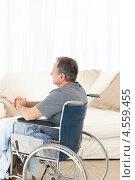 Купить «Пенсионер в инвалидной коляске в домашней обстановке», фото № 4559455, снято 30 октября 2010 г. (c) Wavebreak Media / Фотобанк Лори