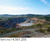 Купить «Карьер на месте бывшей горы Высокой в Нижнем Тагиле», фото № 4561255, снято 8 мая 2010 г. (c) Евгений Ткачёв / Фотобанк Лори