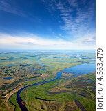 Купить «Заболоченная пойма реки летом, вид сверху», фото № 4563479, снято 9 июня 2012 г. (c) Владимир Мельников / Фотобанк Лори