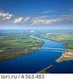 Купить «Большая река с железнодорожным мостом», фото № 4563483, снято 9 июня 2012 г. (c) Владимир Мельников / Фотобанк Лори