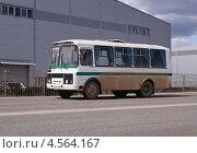 Купить «Служебный автобус ПАЗ на дороге в движении», фото № 4564167, снято 26 апреля 2013 г. (c) Павел Кричевцов / Фотобанк Лори