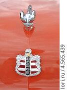 """Купить «Эмблема ретроавтомобиля """"Dodge""""», эксклюзивное фото № 4565439, снято 21 апреля 2013 г. (c) lana1501 / Фотобанк Лори"""