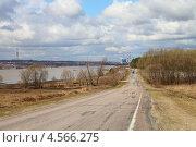 Дорога вдоль затопленной поймы реки Оки весной (2013 год). Стоковое фото, фотограф Елена Блохина / Фотобанк Лори