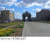 """""""Триумфальная арка"""" на Кутузовском проспекте, Москва (2013 год). Редакционное фото, фотограф lana1501 / Фотобанк Лори"""