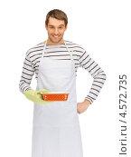 Купить «Обаятельный повар в тельняшке и фартуке с формой для выпечки», фото № 4572735, снято 8 апреля 2012 г. (c) Syda Productions / Фотобанк Лори