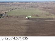 Купить «Полёт дельтаплана над Крымом», фото № 4574035, снято 8 ноября 2011 г. (c) Nadya Pyastolova / Фотобанк Лори