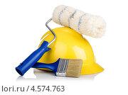 Купить «Желтая строительная каска, малярный валик и кисть», фото № 4574763, снято 16 апреля 2012 г. (c) Elnur / Фотобанк Лори