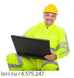 Строитель в каске и робе с ноутбуком. Стоковое фото, фотограф Андрей Попов / Фотобанк Лори