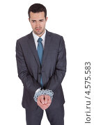 Купить «Бизнесмен со скованными цепью руками», фото № 4575583, снято 6 мая 2012 г. (c) Андрей Попов / Фотобанк Лори