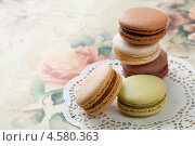 Традиционный французский десерт макаруны, фото № 4580363, снято 1 мая 2013 г. (c) Архипова Мария / Фотобанк Лори