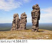 Купить «Столбы выветривания - болваны - на плато Мань-Пупунер в Коми», фото № 4584011, снято 18 августа 2012 г. (c) Алексей Дуэль / Фотобанк Лори