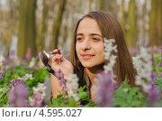 Портрет девушки в цветах. Стоковое фото, фотограф Mykhaylo Mykulyak / Фотобанк Лори