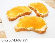 Купить «Бутерброды с щучьей икрой», эксклюзивное фото № 4608951, снято 10 мая 2013 г. (c) Наталья Осипова / Фотобанк Лори