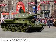 Легендарный танк Т-34 (2013 год). Редакционное фото, фотограф Виктор Карпов / Фотобанк Лори