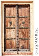 Купить «Старая деревянная дверь с металлическими ручками. Индия», фото № 4618795, снято 18 ноября 2012 г. (c) photoff / Фотобанк Лори