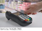 Купить «Платеж кредитной картой», фото № 4620783, снято 28 марта 2013 г. (c) Stockphoto / Фотобанк Лори