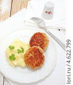 Купить «Две сочные щучьи котлеты с картофельным пюре», эксклюзивное фото № 4622799, снято 13 мая 2013 г. (c) Наталья Осипова / Фотобанк Лори