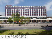 Купить «Фасад здания Центра дизайна ARTPLAY со стороны реки Яузы», фото № 4634915, снято 15 мая 2013 г. (c) Родион Власов / Фотобанк Лори