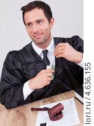 Купить «Судья в мантии с молотком за столом», фото № 4636155, снято 14 июля 2012 г. (c) Андрей Попов / Фотобанк Лори