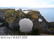 Купить «Скала в форме арки на берегу моря», фото № 4637935, снято 24 июня 2012 г. (c) Екатерина Шувалова / Фотобанк Лори