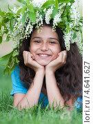 Девочка подросток с венком из цветущей черемухи на голове. Стоковое фото, фотограф Володина Ольга / Фотобанк Лори