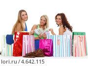 Купить «Три счастливые девушки с покупками и деньгами сидят на белом фоне. Шопинг.», фото № 4642115, снято 5 марта 2013 г. (c) Мельников Дмитрий / Фотобанк Лори