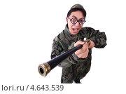 Купить «Забавный солдат в круглых очках с ружьем», фото № 4643539, снято 30 апреля 2013 г. (c) Elnur / Фотобанк Лори