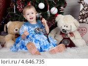 Купить «Маленькая девочка разговаривает по телефону», фото № 4646735, снято 23 декабря 2012 г. (c) Литвяк Игорь / Фотобанк Лори