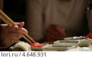 Купить «Девушка ест суши», видеоролик № 4648931, снято 20 марта 2013 г. (c) Данил Руденко / Фотобанк Лори