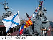 Военный корабль. Праздничные флаги, Андреевский флаг (2013 год). Редакционное фото, фотограф Alioshin.aleksey / Фотобанк Лори