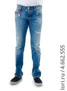 Купить «Мужчина в джинсах с потертостями», фото № 4662555, снято 15 января 2012 г. (c) Elnur / Фотобанк Лори