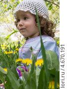 Маленькая девочка в одуванчиках. Стоковое фото, фотограф Бочкарева Лариса / Фотобанк Лори