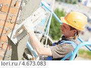 Купить «Маляр-штукатур за работой», фото № 4673083, снято 12 июня 2012 г. (c) Дмитрий Калиновский / Фотобанк Лори