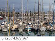 Испания, Барселона, яхты, стоящие на якоре в марине (2013 год). Редакционное фото, фотограф Дарья Родоманова (Проскурина) / Фотобанк Лори