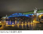 Пушкинский (Андреевский) пешеходный мост ночью (2010 год). Редакционное фото, фотограф Алексей Берестовский / Фотобанк Лори