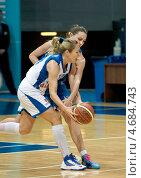 Баскетбол, Ilona Korstin с мячом (2013 год). Редакционное фото, фотограф Alexander Mirt / Фотобанк Лори