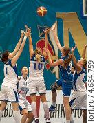 Баскетбол, ввод мяча в игру (2013 год). Редакционное фото, фотограф Alexander Mirt / Фотобанк Лори